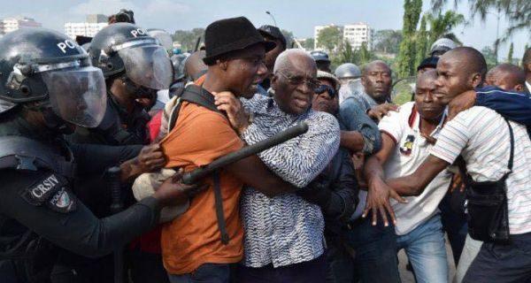 projet de constitution, les manifestant réprimés, ph. ivoirebusiness.net