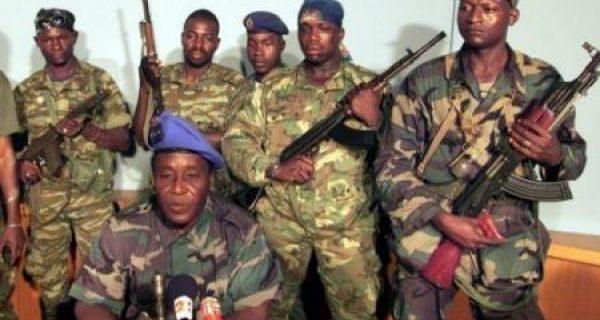 Le général Guéi et ses hommes, ph. ivoirebusines.net