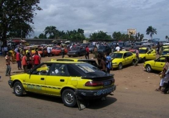 "Gare de taxi communal ""woro woro"", ph. abidjantv.net"