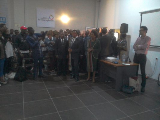 Président malgache et la secrétaire générale de la francophonie avec les mondoblogueurs
