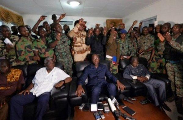 le ministre Donwahi et les mutins à Bouké