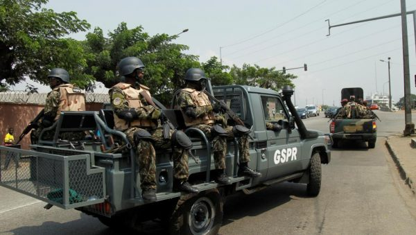 Des soldats présidentiels arrivent au Port d'Abidjan