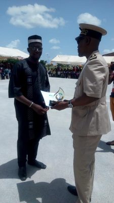 Coulibay Aly Badra recevant son prix