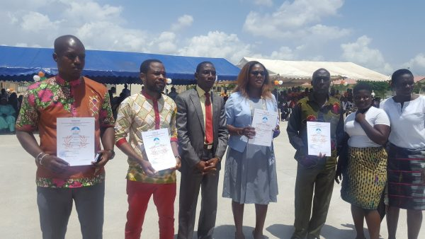 membres du personnel primés au lycée moderne Dominique Ouattara de kong