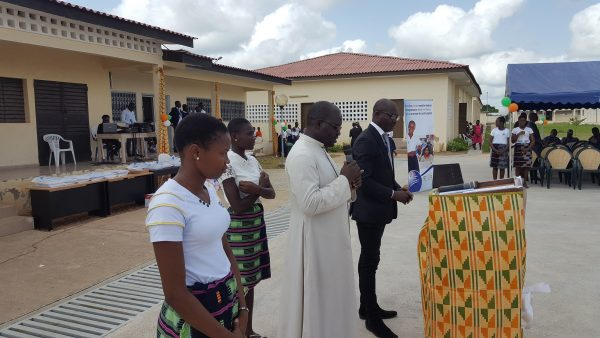 prière du curé au lycée Dominique Ouattara de Kong