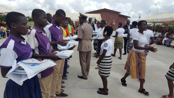remise de prix au lycée Dominique Ouattara de Kong